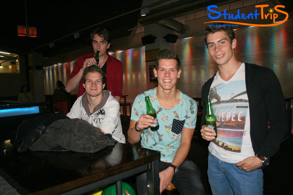 student-trips-new-zealand-bowling-07