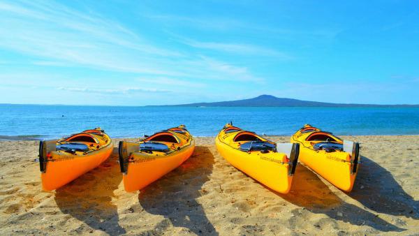 kayak-exploration-student-trips-new-zealand-1